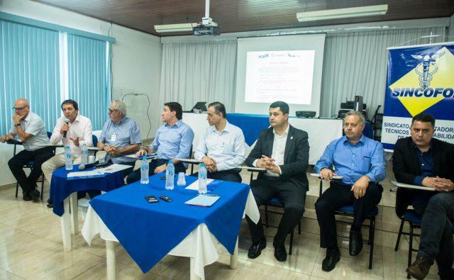 Giacobo participa de reunião de trabalho com entidades iguaçuenses
